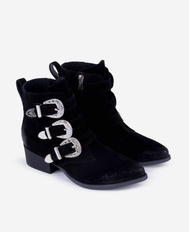 Czarne botki z klamrami  8026-W003